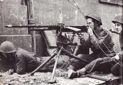 猛連射で敵を制圧する・機関銃