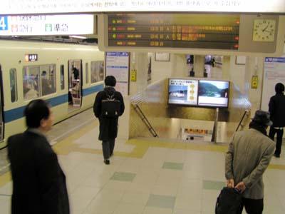 千葉県の本八幡駅から新宿に行くにはJRと都営新宿 …